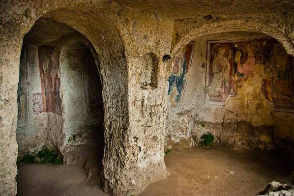 città_dei_sassi_affresco_chiese_rupestri_storia_capitale_europea_della_cultura_informazioni_turistiche_visite_guidate