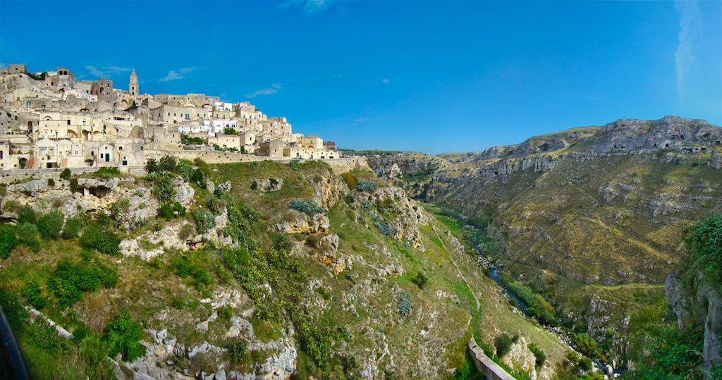 città_dei_sassi_canyon_storia_capitale_europea_della_cultura_informazioni_turistiche_visite_guidate