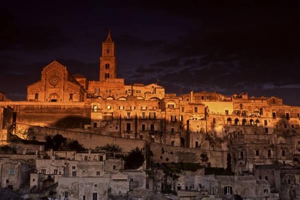 città_dei_sassi_magia_tramonto_storia_capitale_europea_della_cultura_informazioni_turistiche_visite_guidate